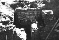 View of vent shaft masonry and southern recess, Kiva 1 (BW-YJ-JC-003)